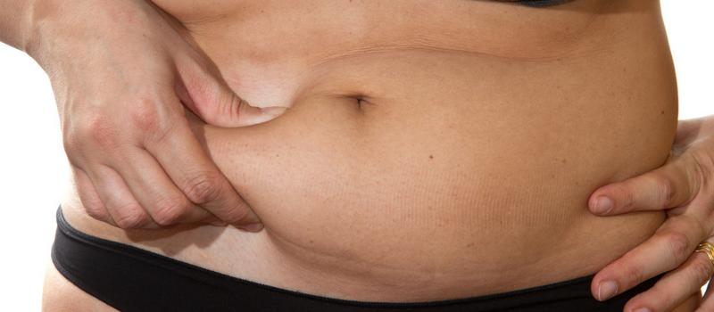 Derfor sidder dit mavefedt fast – 9 årsager du helt sikkert ikke kender
