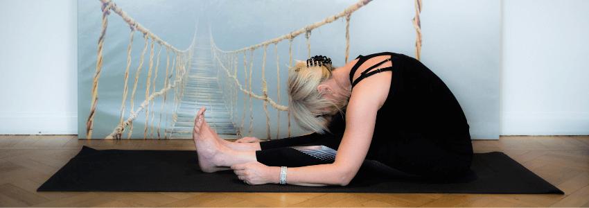 Sådan træner du dine hormoner i balance med yoga
